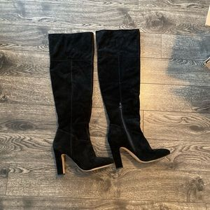 Black knee-high heeled Aldo boots size 10!!